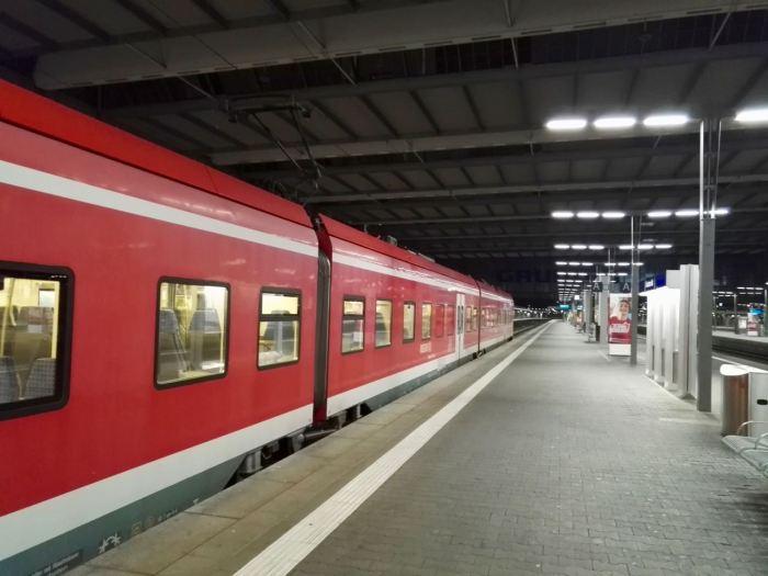 Train at Hauptbahnhof.jpg