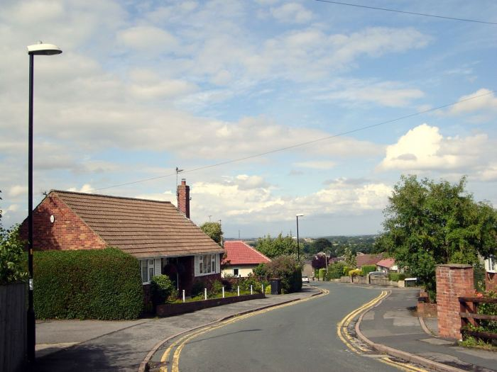 Quaint roads and houses in Knaresborough, UK. July 2010, Sony Cybershot DSC-S40