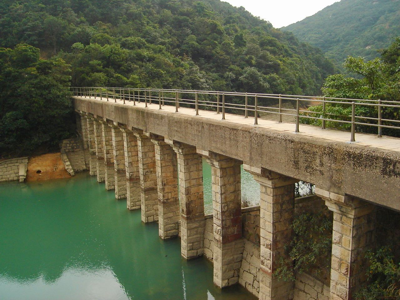 Tai Tam Reservoir in Hong Kong. February 2007, Sony Cybershot DSC-S40